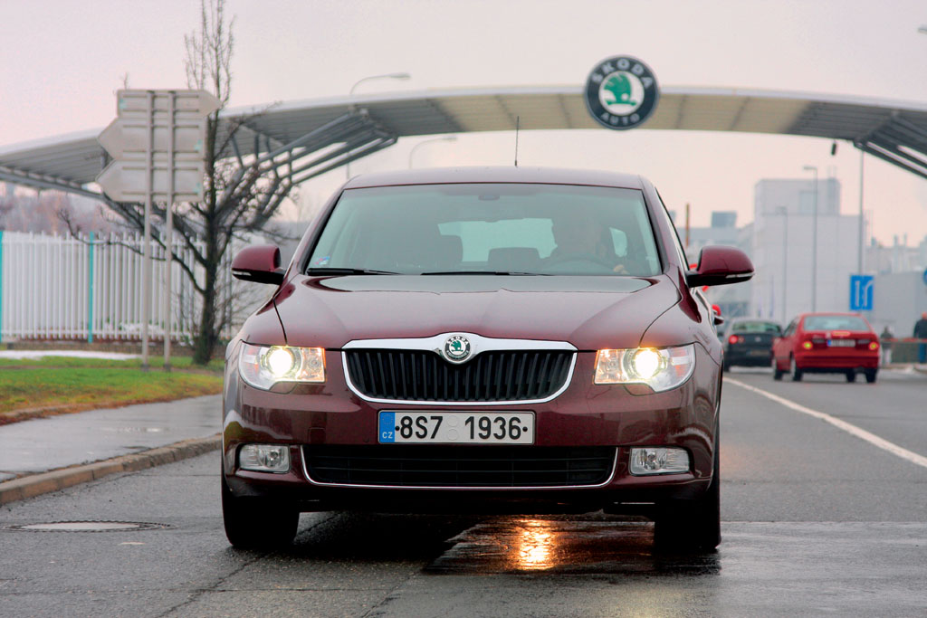 Automobily Škoda Superb 2.0 TDI CR DSG Ambition po 15 000km