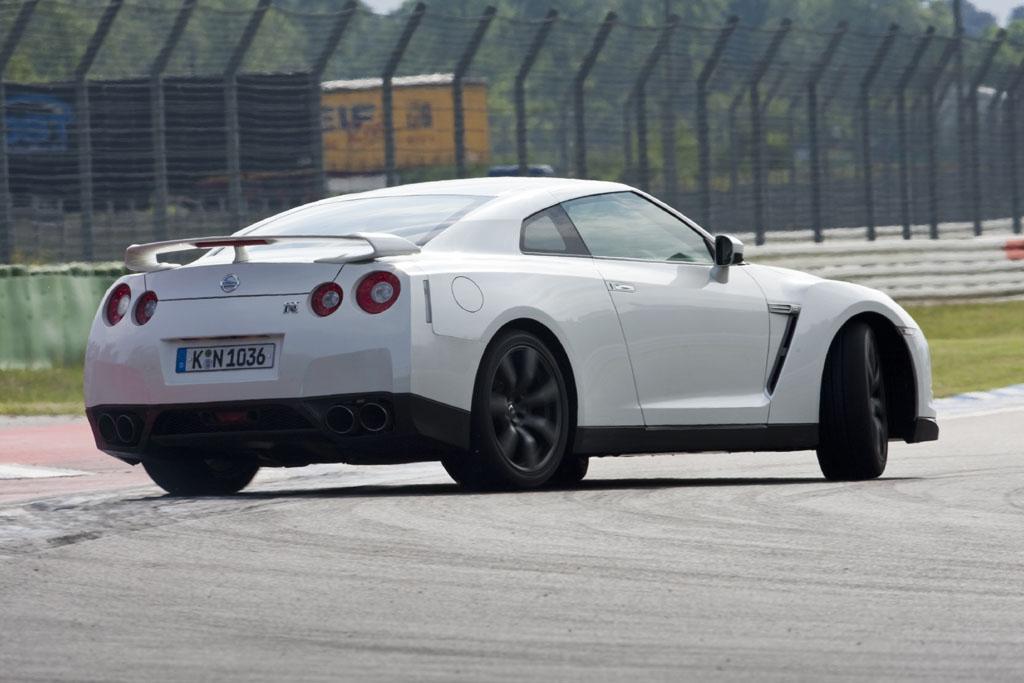 Automobily Nissan GT-R