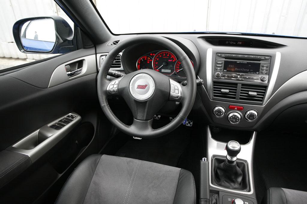 Automobily Subaru Impreza WRX vs. Subaru Impreza WRX STI