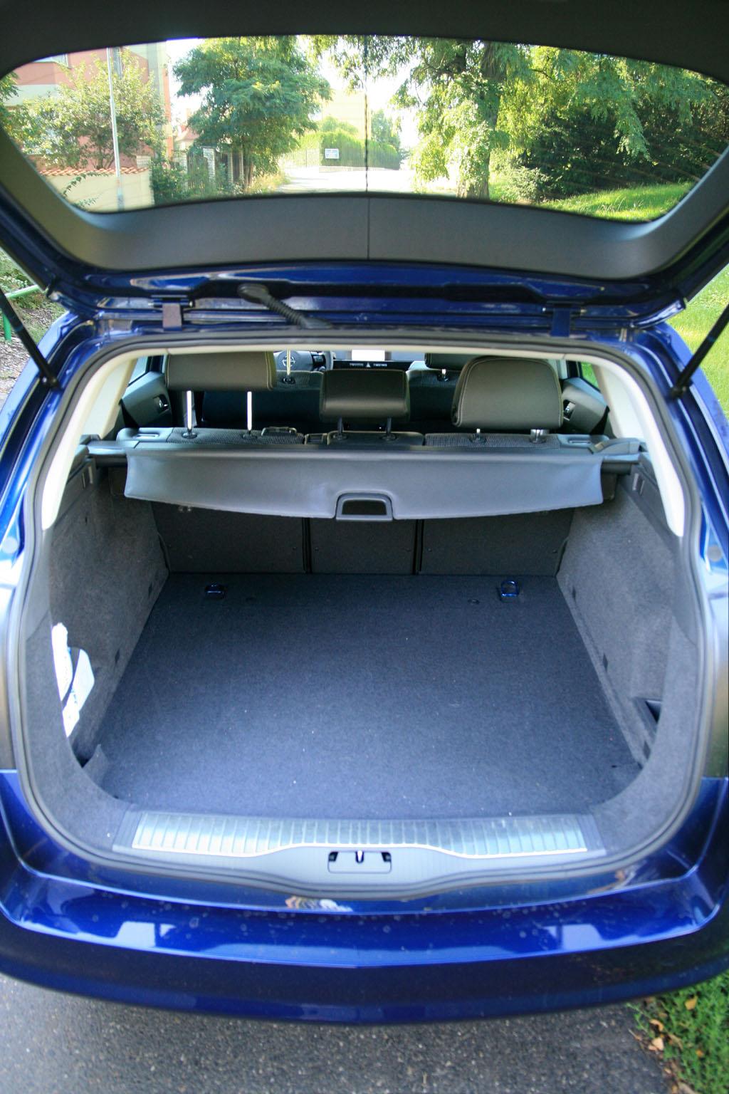 Automobily Opel Astra Caravan 1.9 CDTI Cosmo