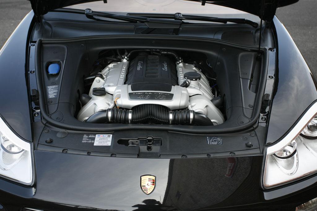 Automobily Mercedes-Benz ML 63 AMG vs. Porsche Cayenne Turbo