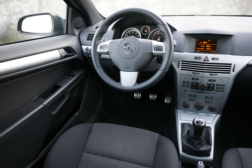 Automobily Opel Astra GTC 1.6 Turbo