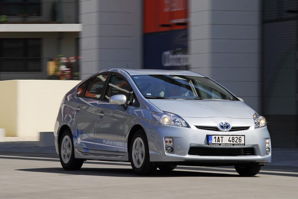 Automobily Toyota Prius Plug-in