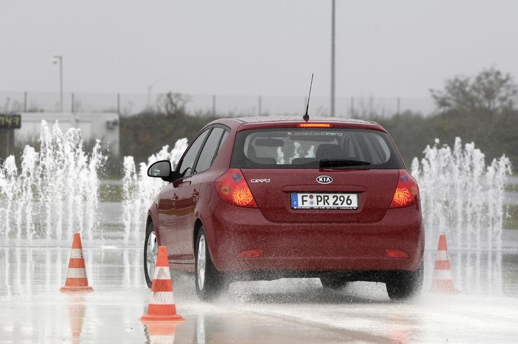 Automobily Kia Ceed 1.6 Comfort po 30 000 km