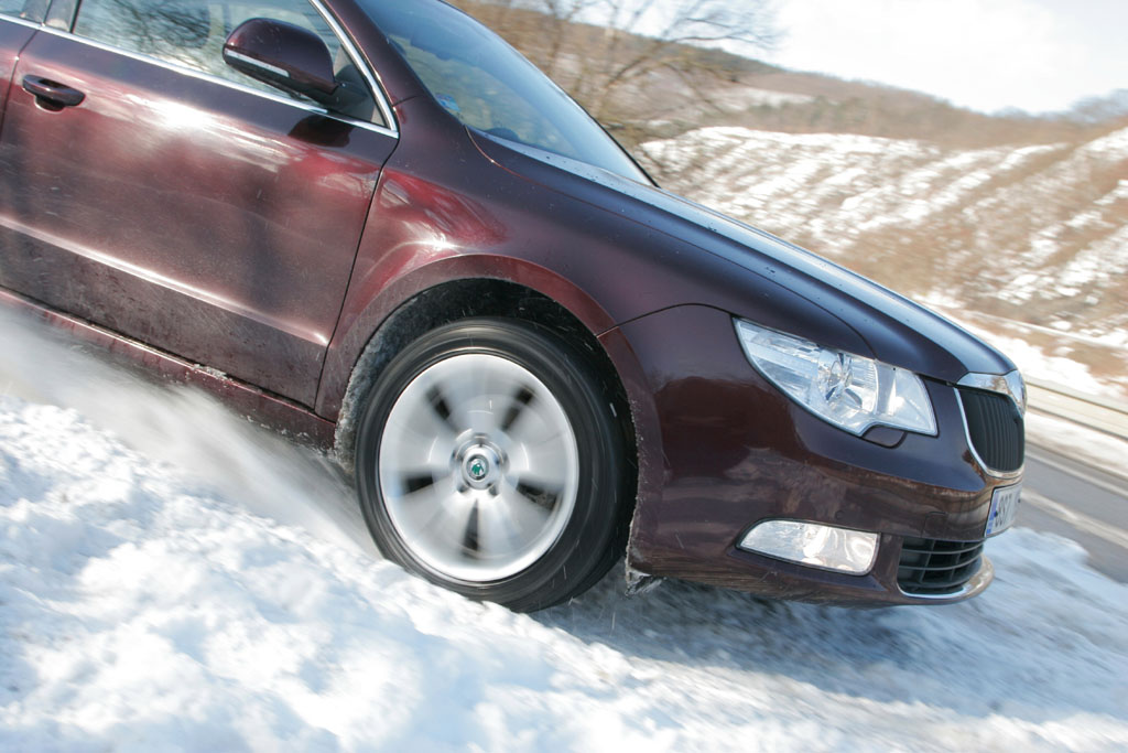 Automobily Škoda Superb 2.0 TDI CR DSG Ambition po 50 000 km