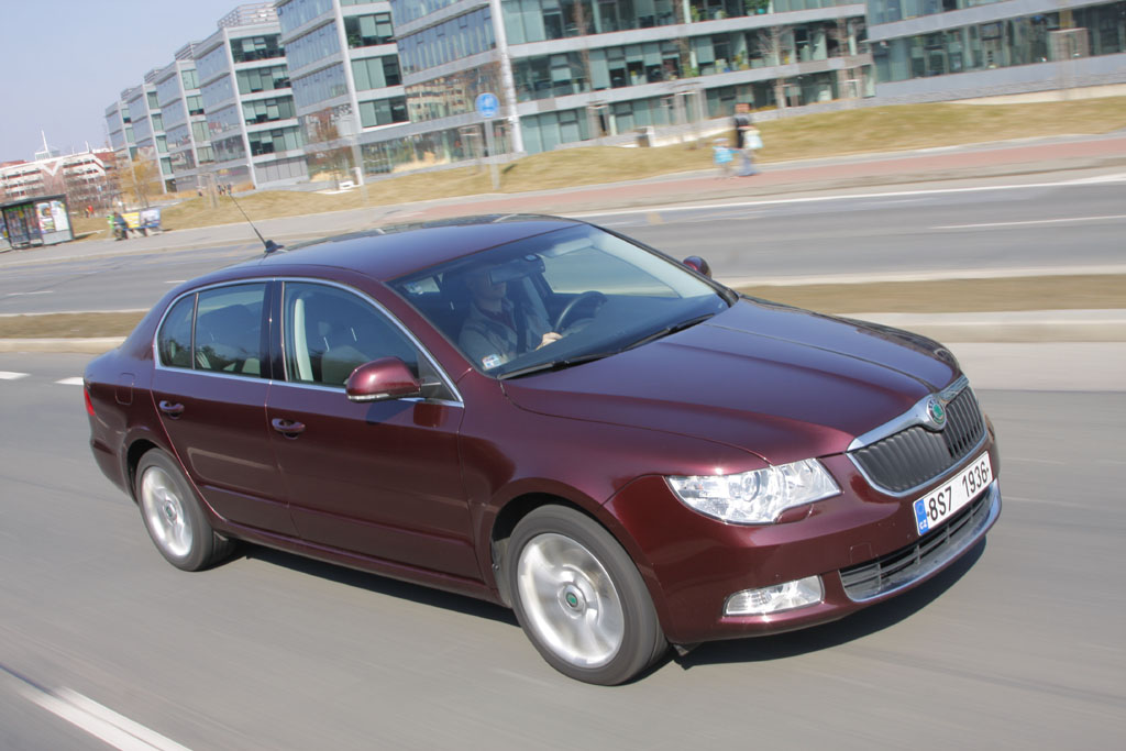 Automobily Škoda Superb 2.0 TDI CR DSG Ambition po 60 000 km