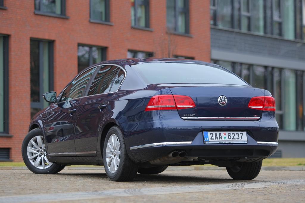 Automobily Volkswagen Passat 1.8 TSI Comfortline