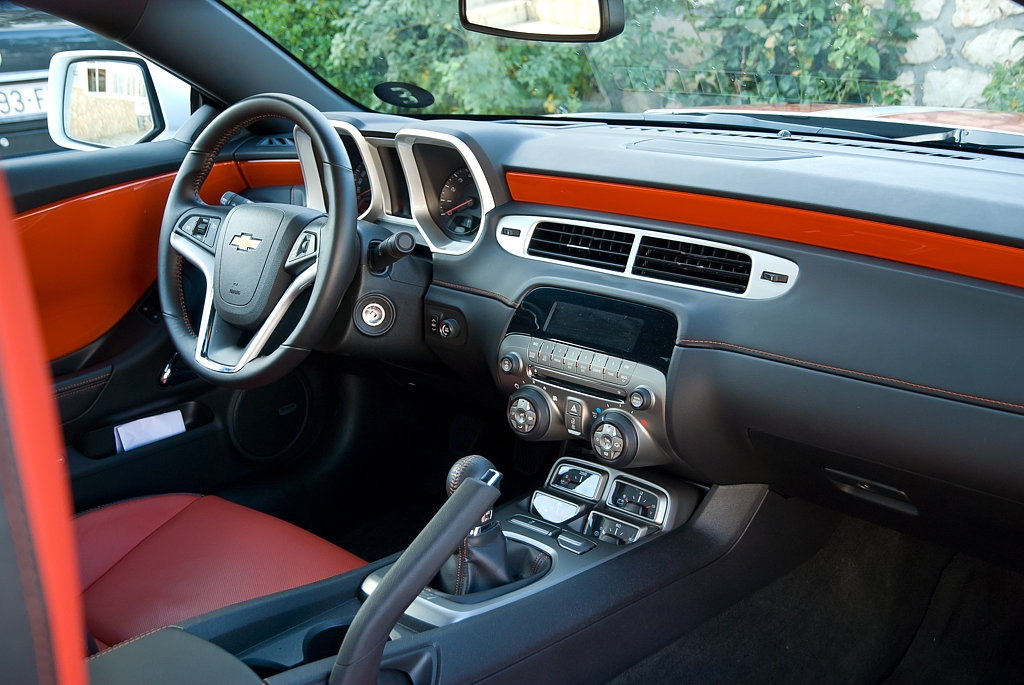 Automobily Chevrolet Camaro 6.2 V8