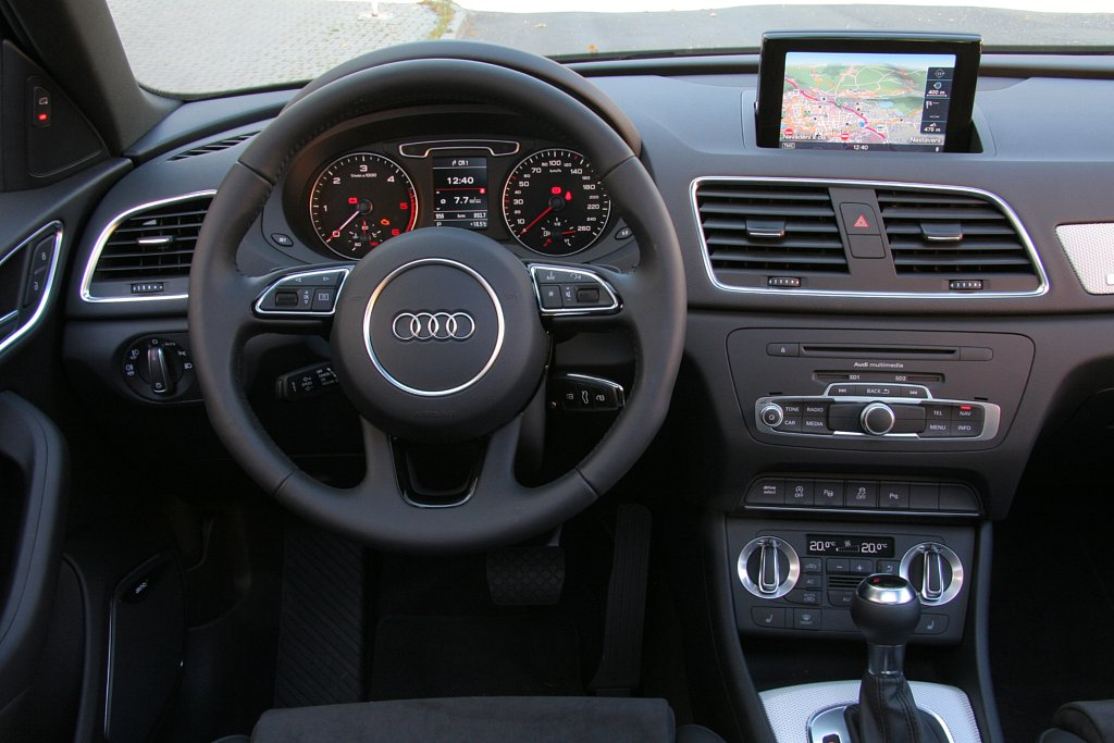 Automobily Audi Q3 2.0 TDI S tronic quattro