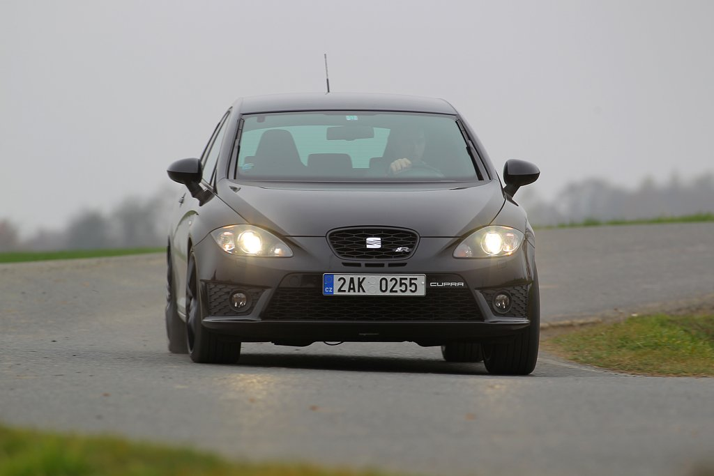 Automobily Seat Leon Cupra R310
