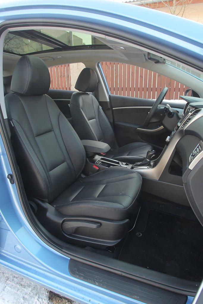 Automobily Hyundai i30 1.6 GDI AUT Trikolor