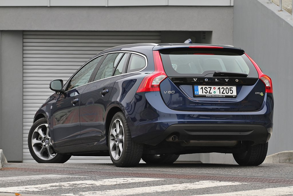 Automobily Volvo V60 D2 Drive VOR
