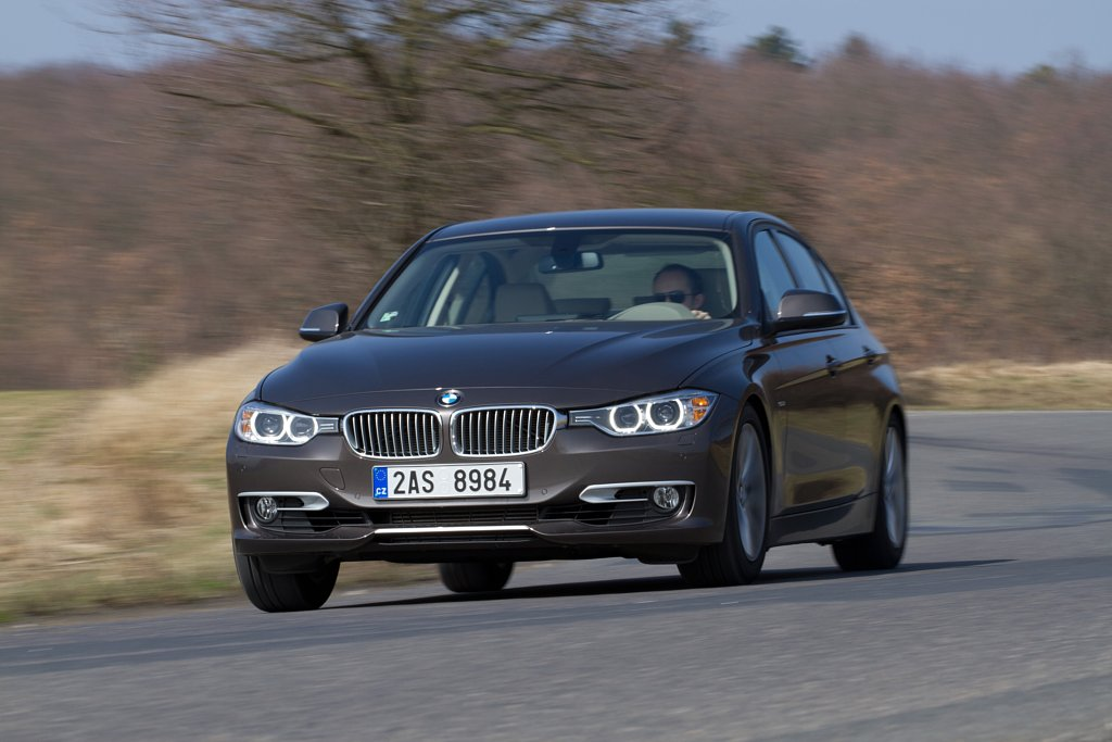 Automobily BMW 328i Modern Line