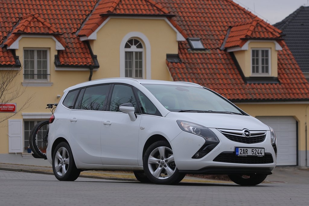 Automobily Opel Zafira Tourer 2.0 CDTi Enjoy