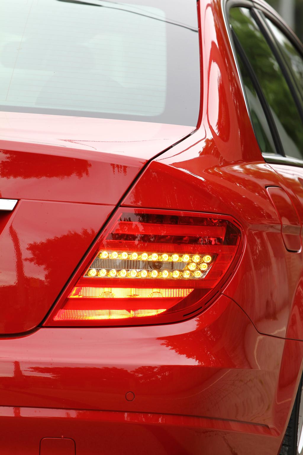 Automobily Mercedes-Benz C 180 BlueEfficiency Entry Model