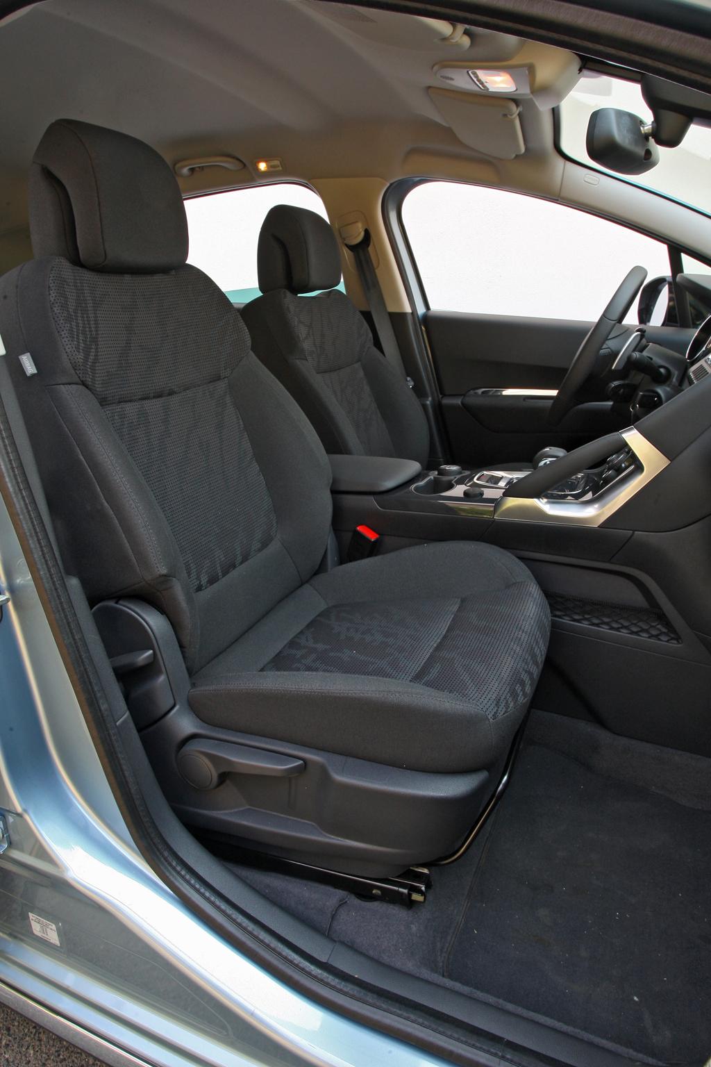 Automobily Peugeot 3008 Hybrid4 Active