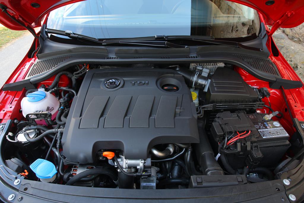 Automobily Škoda Rapid 1.6 TDI Elegance