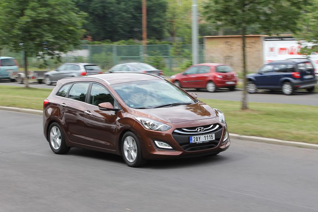Automobily Hyundai i30 Kombi 1.6 GDI Trikolor