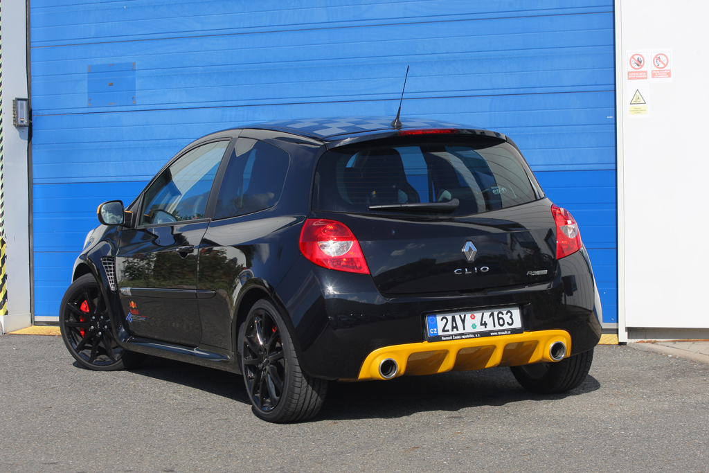 Automobily Renault Clio R.S. 2.0 16v Red Bull Racing RB7