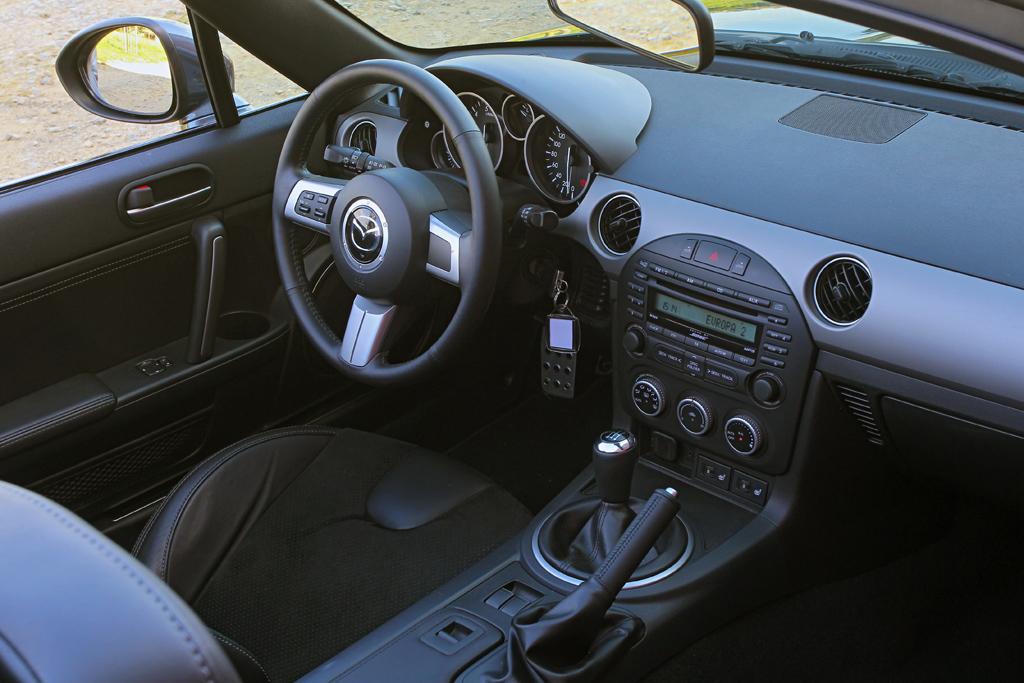 Automobily Mazda MX-5 Roadster Coupé 2.0i