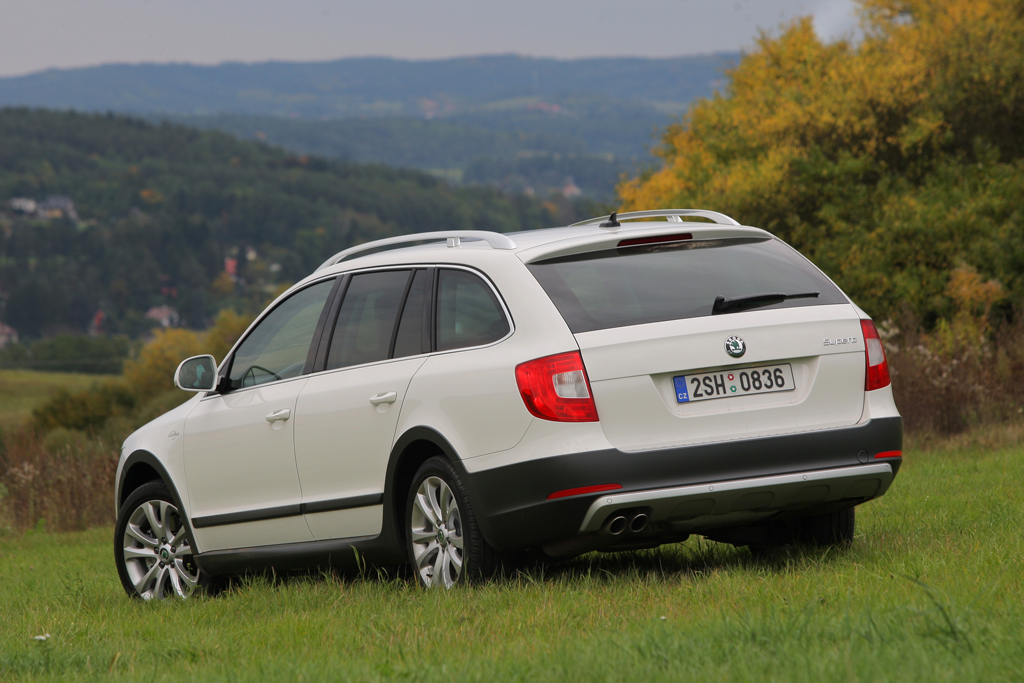 Automobily Škoda Superb Combi 2.0 TDI 4x4 L&K Outdoor