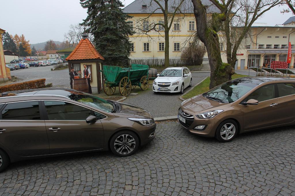 Automobily Hyundai i30 vs Kia Cee'd vs Chevrolet Cruze
