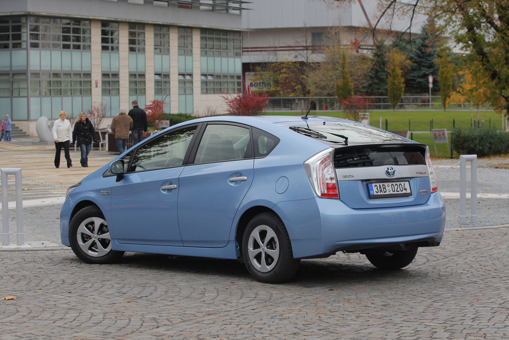 Automobily Toyota Prius Plug-in Hybrid Premium