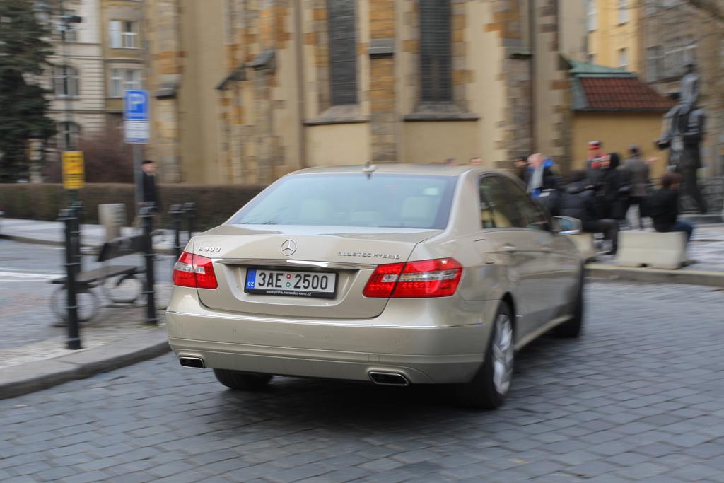 Automobily Mercedes-Benz E 300 BlueTEC Hybrid