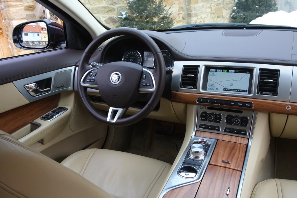 Automobily Jaguar XF Sportbrake 2.2D Premium Luxury
