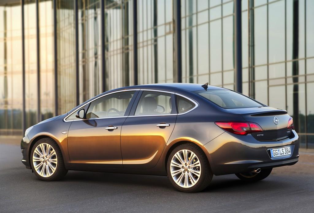Automobily Opel Astra sedan 2012