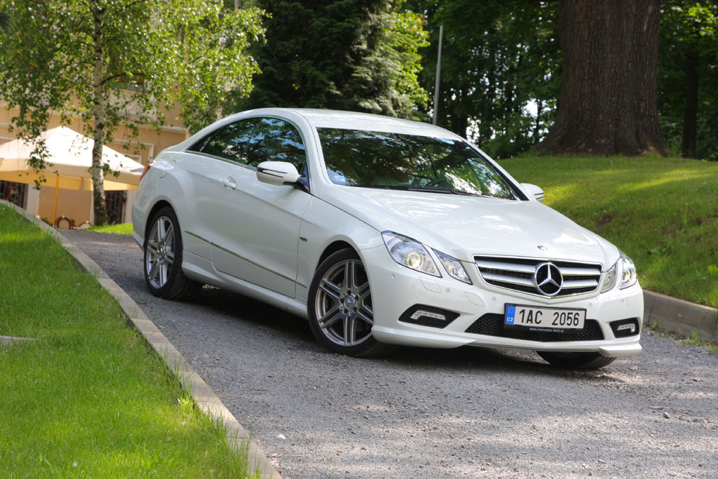 mercedes benz e 350 cdi blueefficiency coup autohit. Black Bedroom Furniture Sets. Home Design Ideas