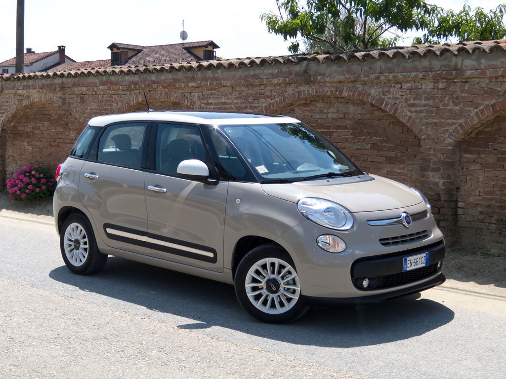 fiat 500l autohit. Black Bedroom Furniture Sets. Home Design Ideas