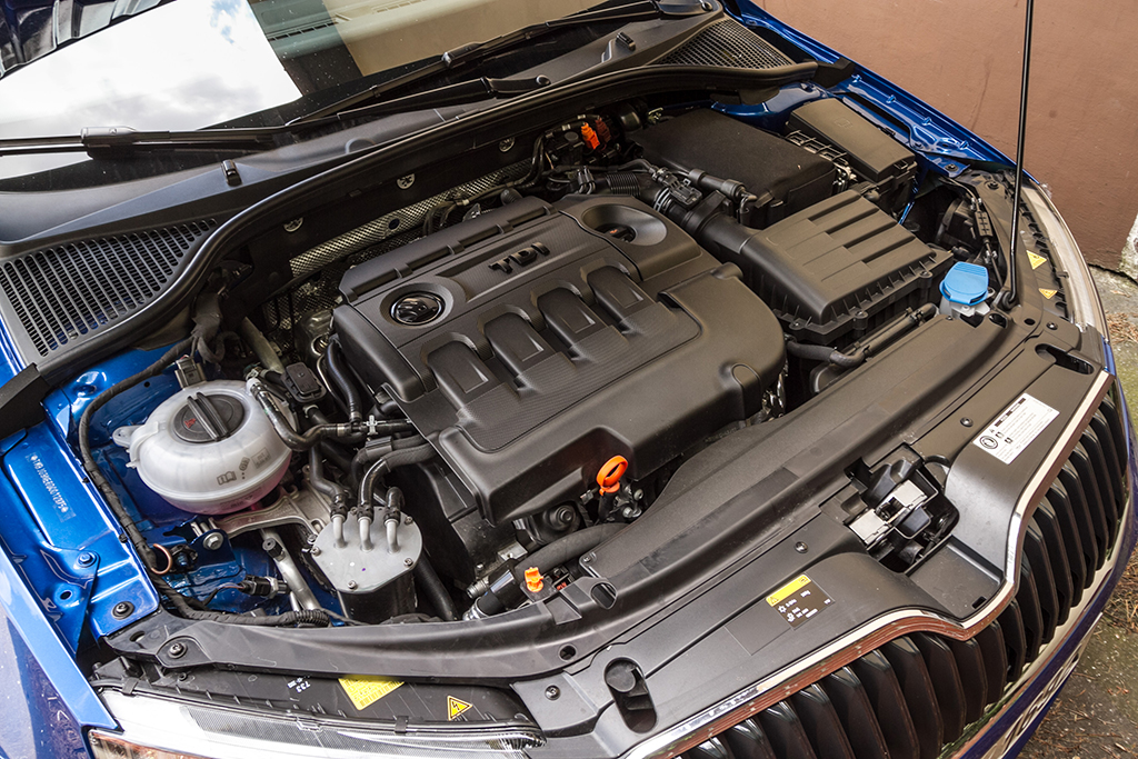 Automobily Škoda Octavia Combi 1.6 TDI Elegance