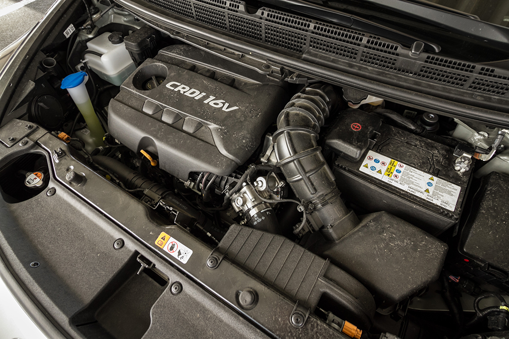 Automobily Kia Carens 1.7 CRDi vs. Renault Grand Scénic 1.6 dCi