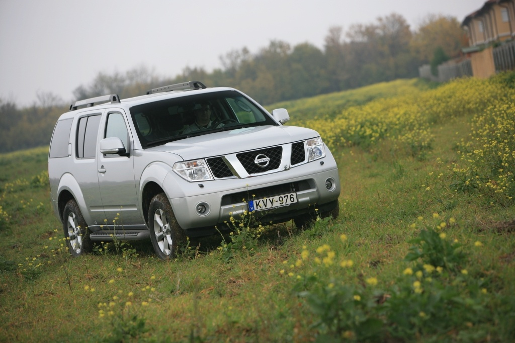 Automobily Nissan Pathfinder