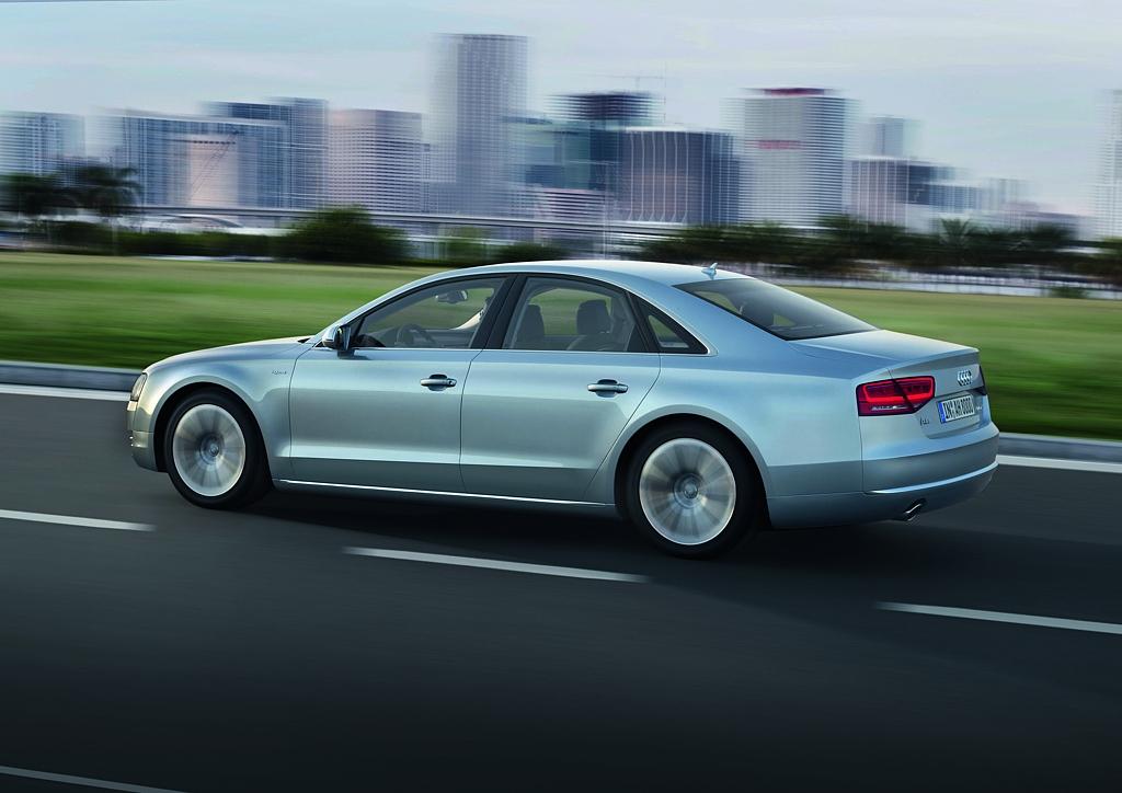 Automobily Audi A8 hybrid