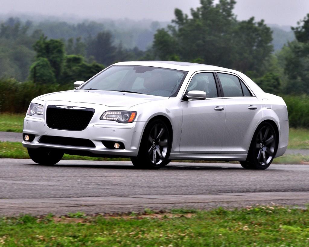 Automobily Chrysler 300 2011