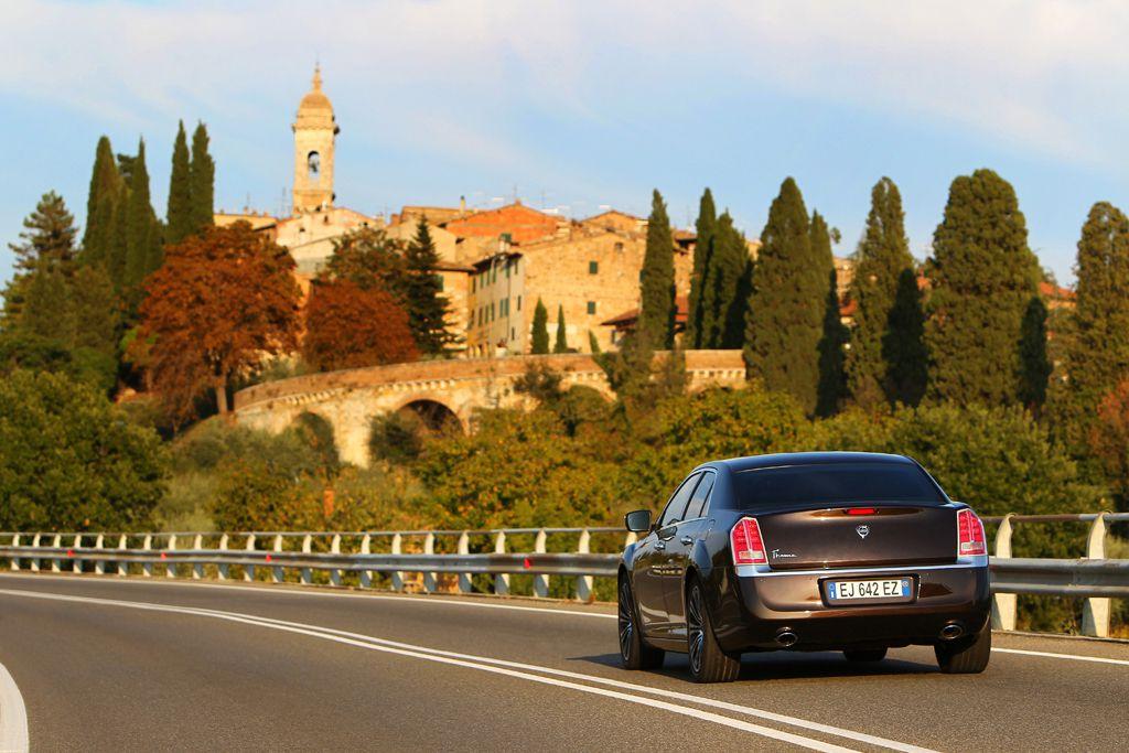 Automobily Lancia Thema 2011