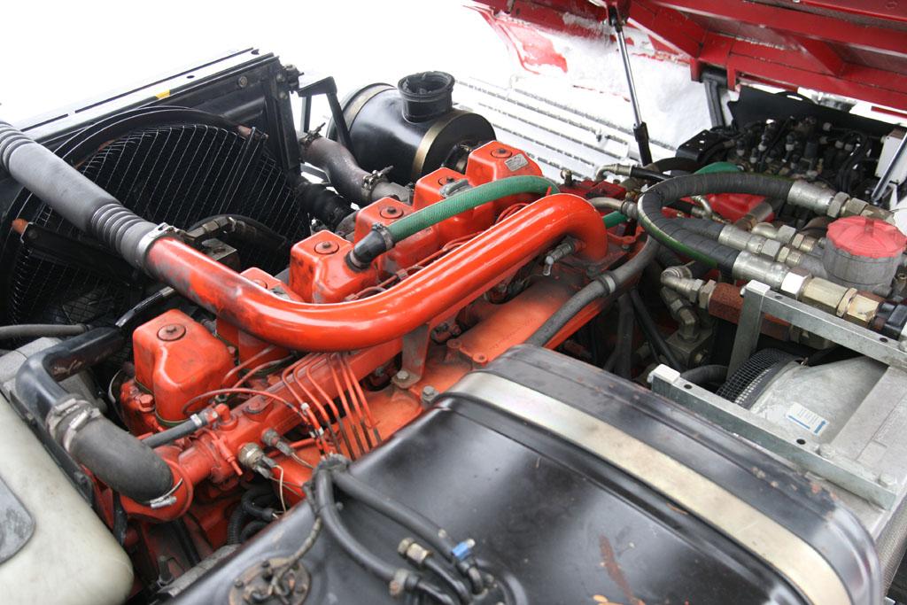 Automobily Mercedes-Benz G 320 CDI vs. Prinoth Ragazi T4S