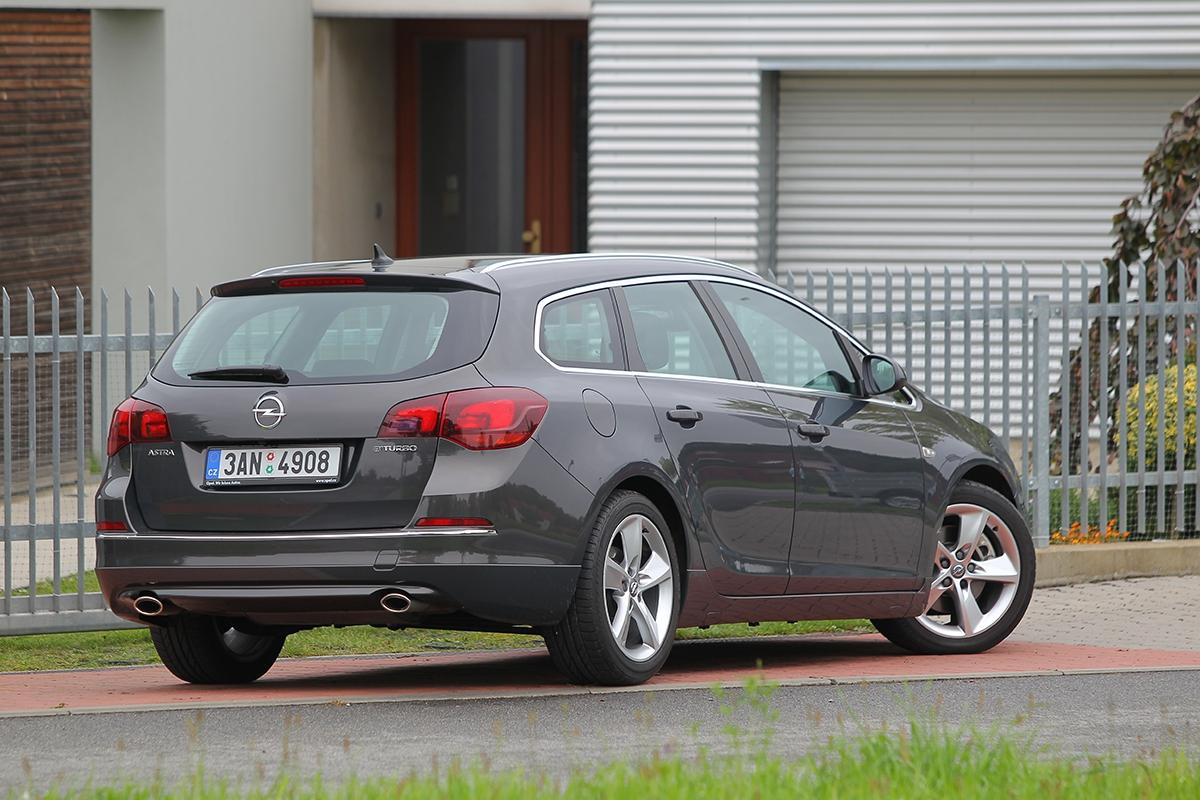 Pofaceliftu je astra zejména vtéto verzi docela atraktivním vozem.