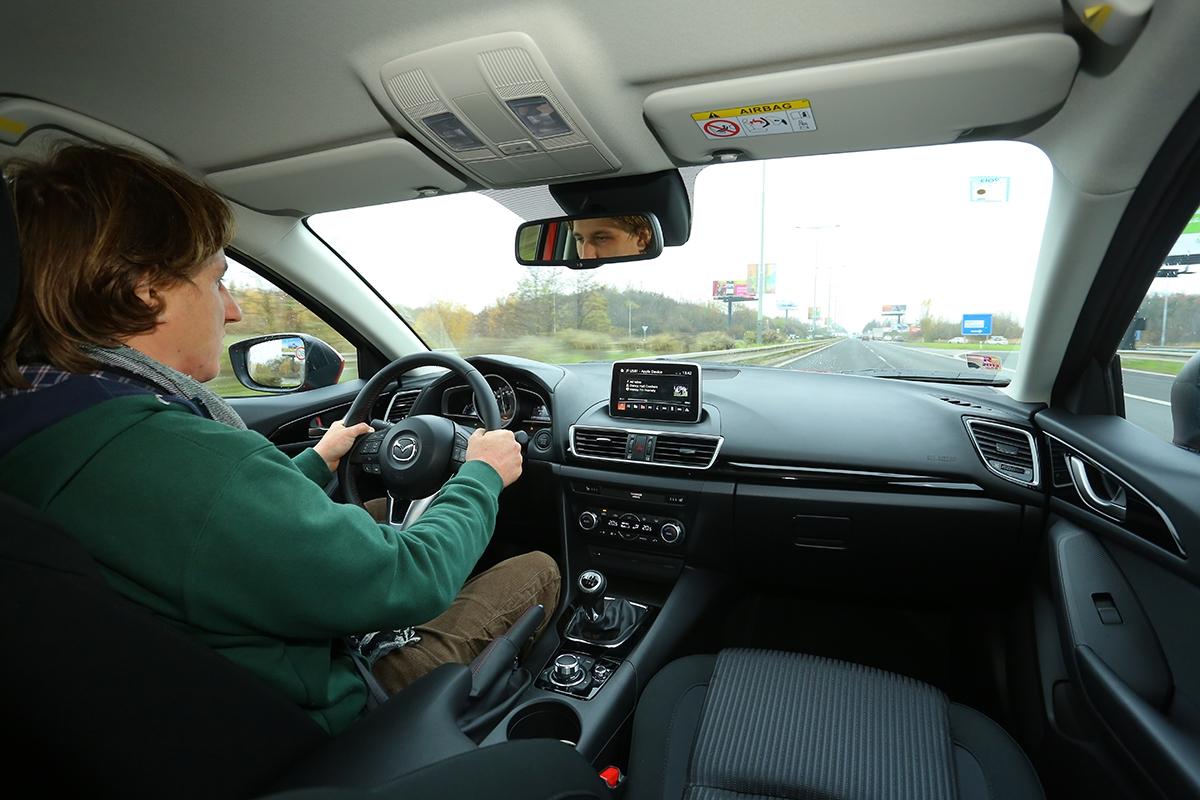 Hbitost je patrná vkaždé situaci, auto je obratné, rychlé aje zněj velmi dobře vidět. Základní verze váží pouze 1095 kg...