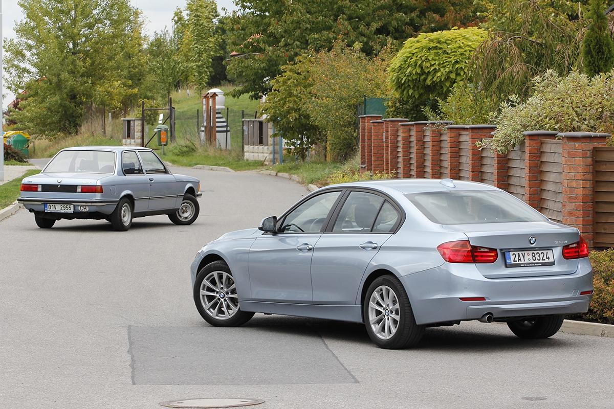 """Dnesna dvoudveřový hranatý sedan ani nenarazíte. Původní trojka je dlouhá jako dnešní BMW řady 1. Proporčně je ale stále sexy, hlavně díky dlouhé kapotě se """"žraločí"""" maskou chladiče."""
