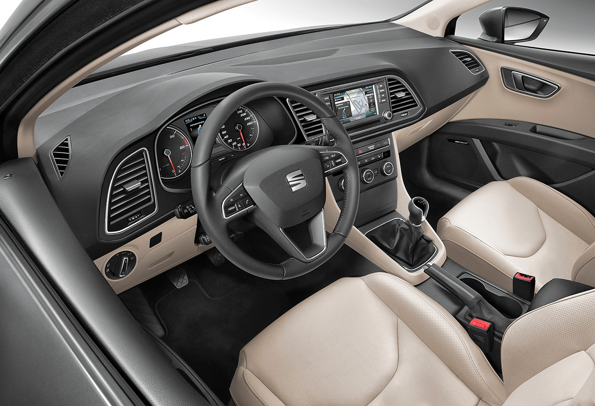 Interiér směrovaný křidiči je prostorný pro celou posádku akvalitně zpracovaný, jak je ukoncernu VW zvykem.