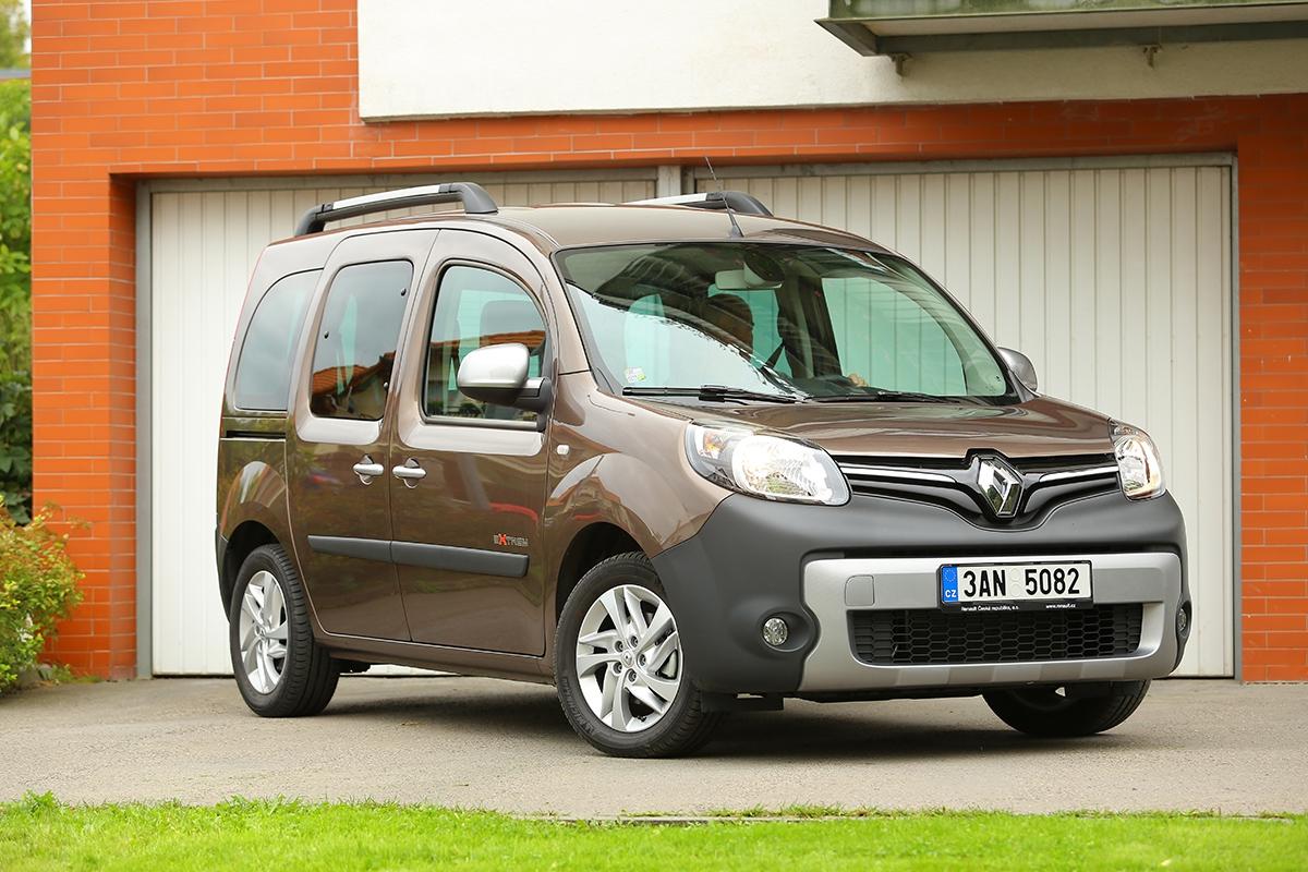 Také kangoo dostalo přední masku s dominantním znakem odpovídající současnému designovému stylu Renaultu.