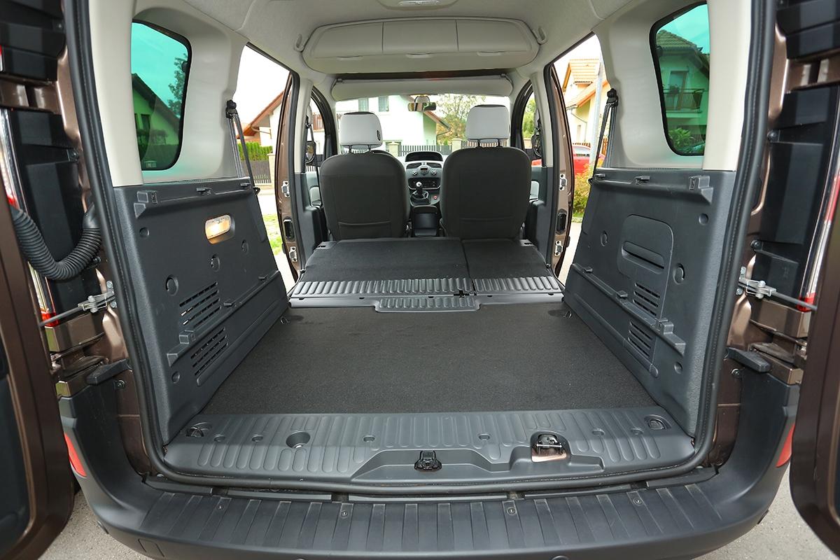 Variabilitu interiéru lze za 2000 Kč vylepšit iosklopné sedadlo spolujezdce.