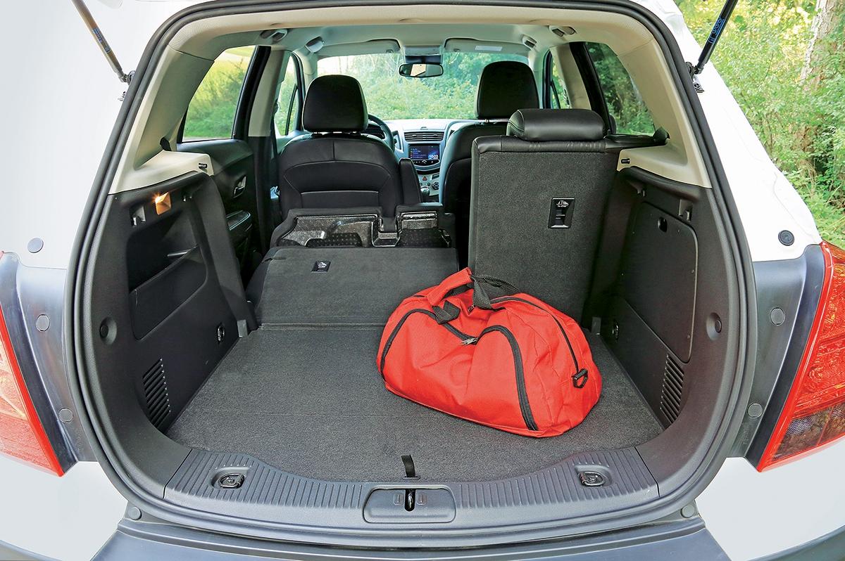 Chevrolet je připravený na rodinu variabilitou i objemem kufru, hluk motoru se v kabině projevuje výrazněji, než bychom chtěli.