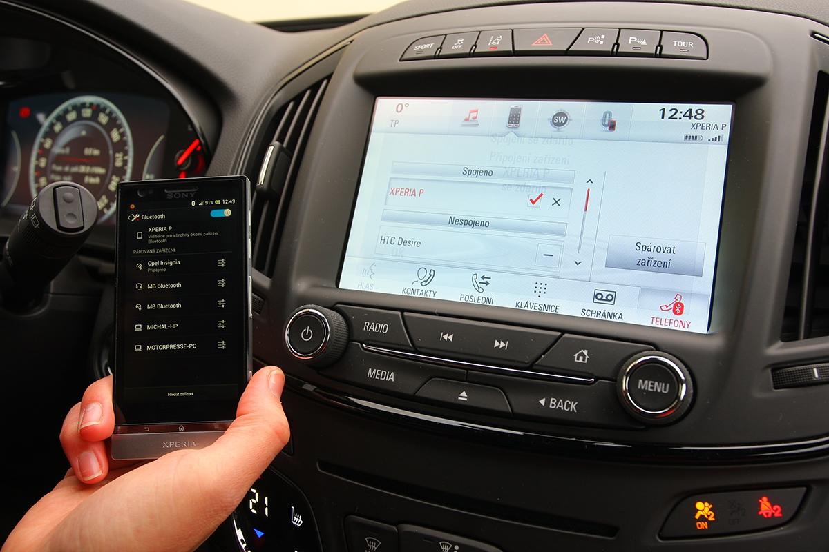 Uživatel si bude moci rozšířit infotainment systém aplikacemi jako Weather Channel, SMS nebo interaktivní návod, které si stáhne dochytrého telefonu ze serveru Opel AppShop. Ten se rozjede letos.
