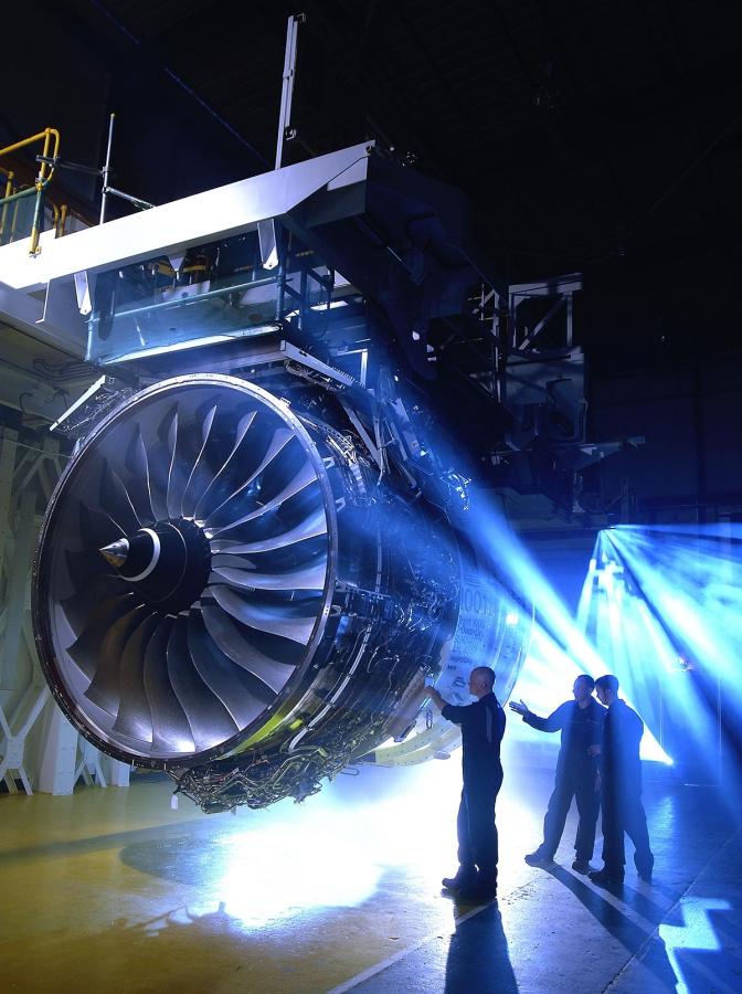Proudový motor Trent 1000 má při vzletu výkon odpovídající přibližně 53 000 koním.