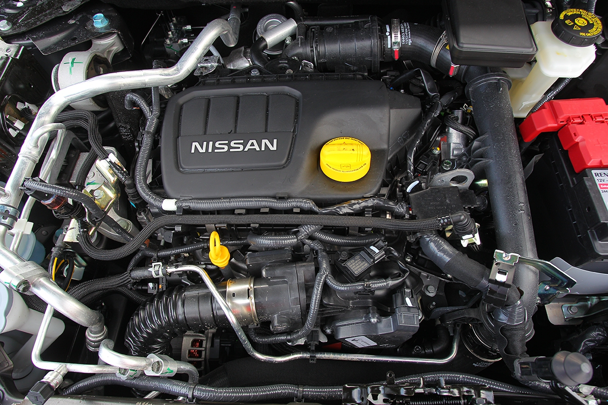 Pod víkem nissan pracuje naftový motor 1.6 dCi odRenaultu se 130 ka320 Nm. Je silný, ikdyž trochu hlučnější aje standardně vybavený systémem stop-start.
