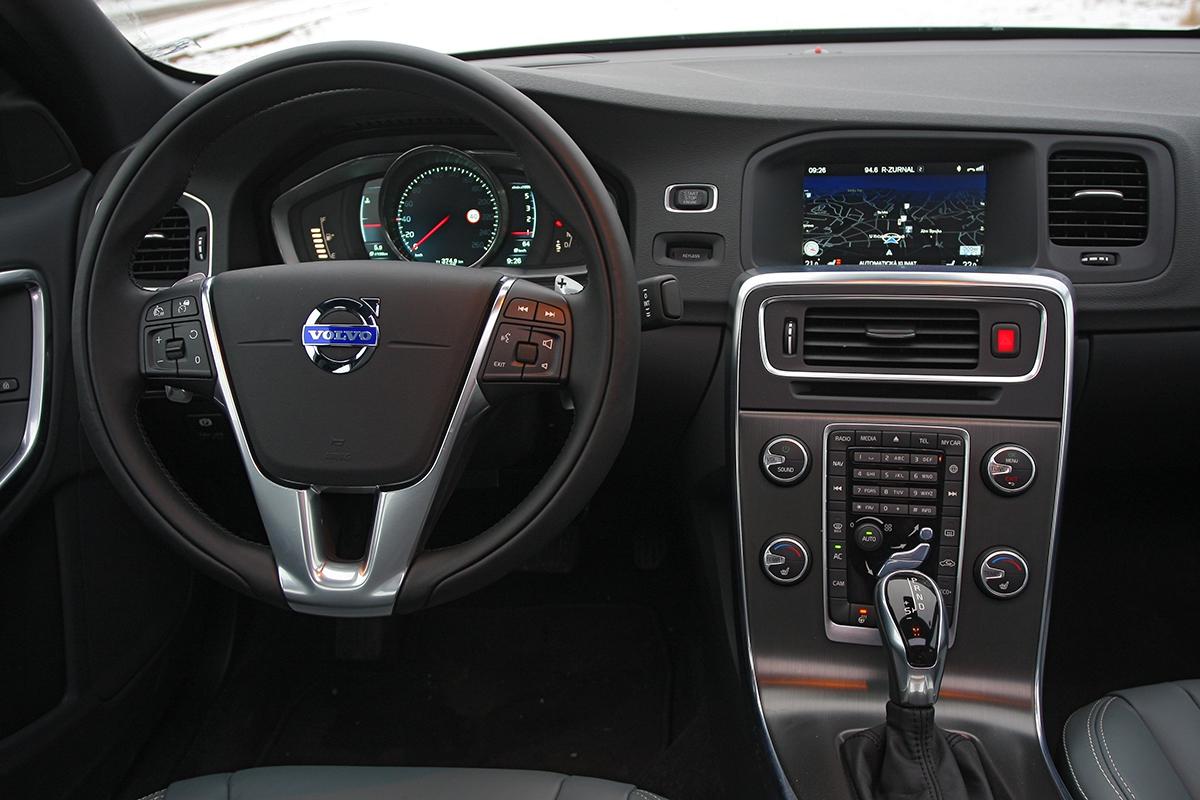 Vrámci modernizace dostala řada S60/V60 digitální přístrojovou desku.